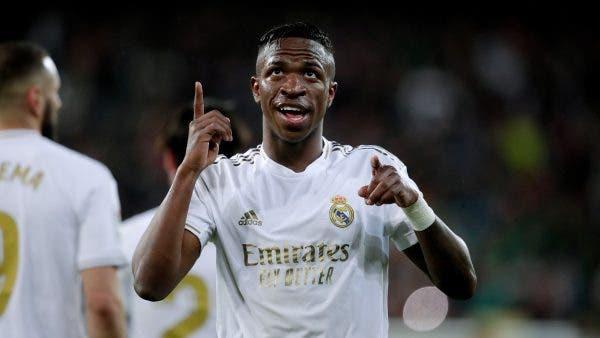 Vinicius Jr busca minutos en el Arsenal