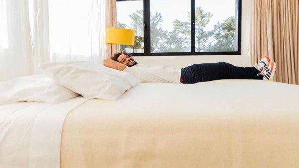 Marcelo disfruta de la cama HOGO, la cual también compró un jugador del Athletic