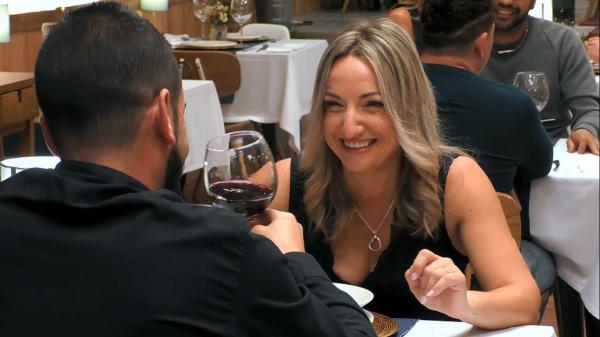 Marta sorprende en First Dates