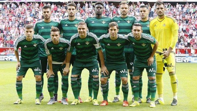 Los jugadores del Betis posando antes del partido / Fuente: www.fiebrebetica.com