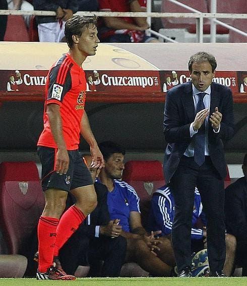 Jagoba da instrucciones a Canales en el partido frente al Sevilla. Foto: DV.