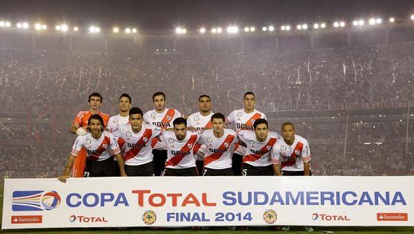 El plantel titular de River que salió campeón de la Copa Sudamericana. Agencia