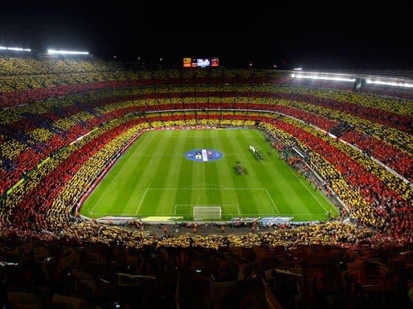 El Cam Nou siempre demuestra su catalanidad en muchos partidos. Foto: Agencias.