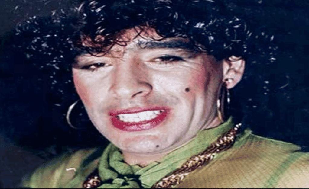 Fotografía de Maradona vestido de mujer / Agencias