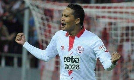 Carlos Bacca celebrando un gol con el Sevilla / Agencias