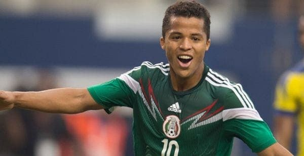 Giovani dos Santos con la camiseta de México