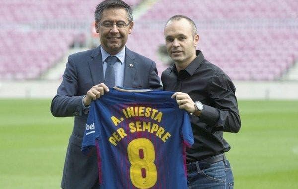 Iniesta con el presidente del Barcelona