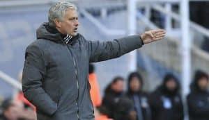 Jose Mourinho dirigiendo