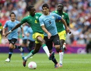 Abdoulaye en un enfrentamiento contra la Uruguay de Luis Suárez