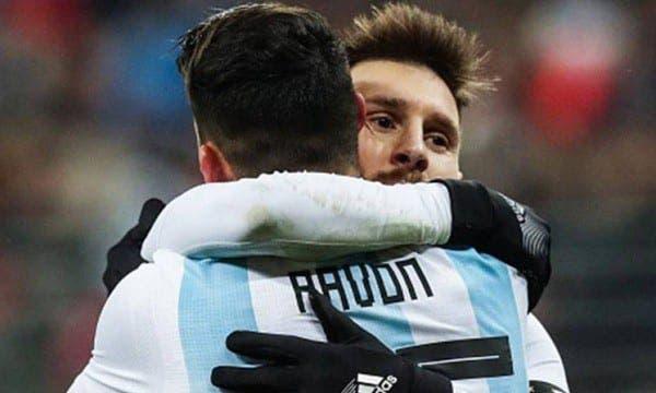 Messi recomienda a Pavón para el Barcelona