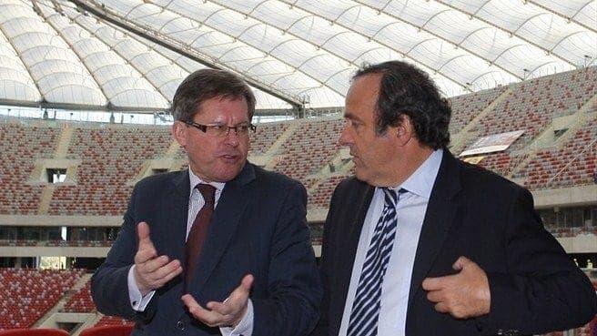 Adam Giersz, ministro polaco del deporte, muestra a Michel Platini, Presidente de la UEFA, el estadio durante su construcción / ©Cyfrasport