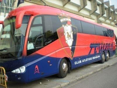 El autobús de Osasuna fue apedreado en Málaga. Foto: Agencias