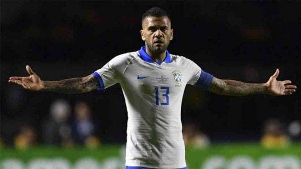 Dani Alves anuncia que no continuará en el PSG