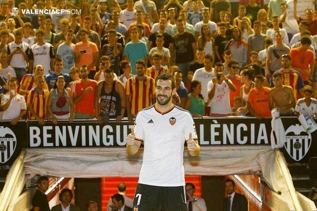 Negredo durante su presentación como jugador del Valencia CF