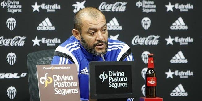 El técnico del Valencia prefiere estar apartado de su familia