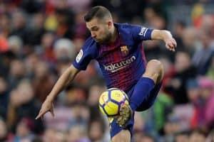 El FC Barcelona aprieta a Jordi Alba con el mejor lateral de Europa