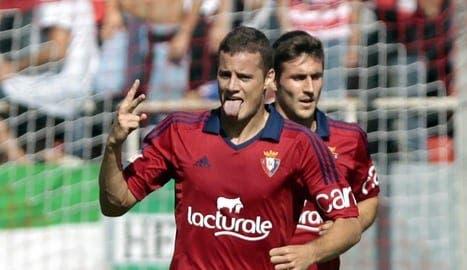 Oriol Riera y Manu Onwu son los únicos delanteros natos de Osasuna. Foto: EFE