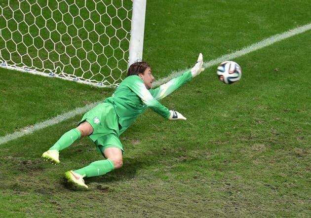 El héroe de Holanda saltó al campo en la tanda de penalties.