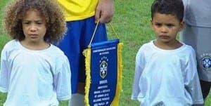 Los 'mini' Thiago Silva y David Luiz en el encuentro de ayer./ Agencias